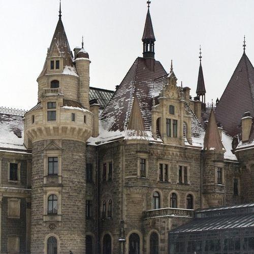 zamek moszna 1